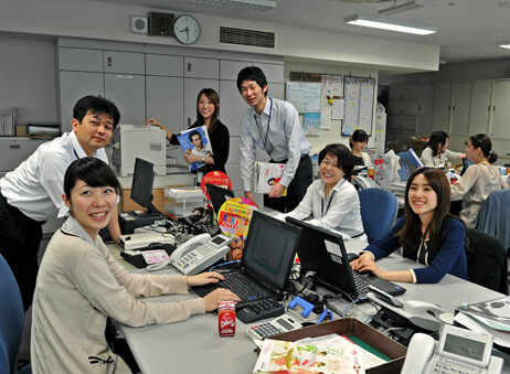 Tại công ty Nhật bàn làm việc không có sự ngăn cách, sếp ngồi chung với nhân viên