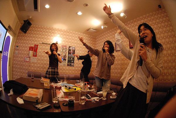 Khi vui chơi, người Nhật rất thoải mái và không để ý đến thân phận sếp-nhân viên